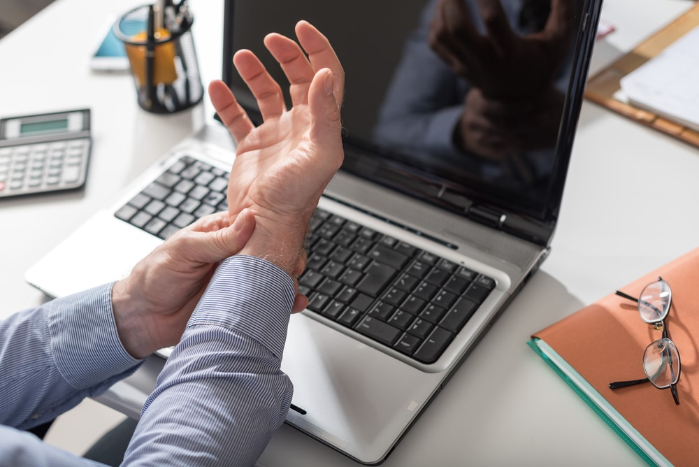 carpal-tunnel-relief-tips-floral-park-arthritis-doctor-queens-ny